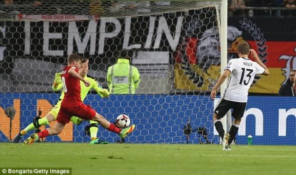 Rooney ធ្វើឲ្យអ្នកគាំទ្រមិនពេញចិត្ត ថ្វីត្បិតអង់គ្លេសឈ្នះ ២-០ ខណៈ អាល្លឺម៉ង់ បន្តឈ្នះ ក្នុងវគ្គជម្រុះ World Cup (មានវីដេអូ)