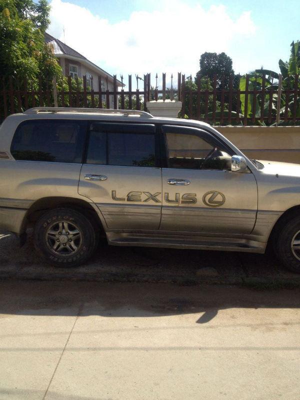 មានគេយករថយន្ត Lexus 470 ស្លាកលេខ 2A-5866 ប្លុងចោល ២ថ្ងៃ២យប់ នៅព្រែកឯង, ម្ចាស់បានឃើញទៅយកផង!